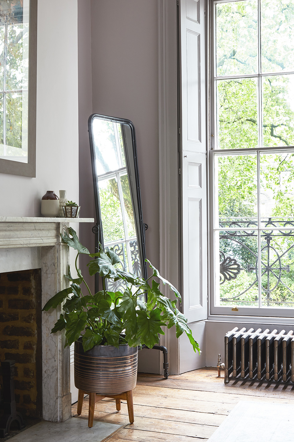 Canonbury Square_interior_design_sourcing_styling_furniture_mirror_plants